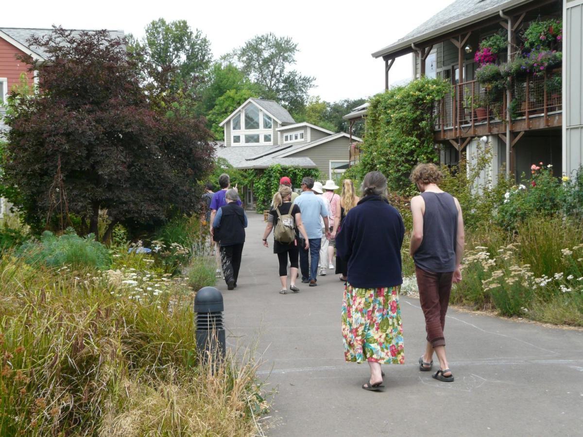 CoHo Ecovillage, Corvallis OR - Pedestrian Path (Photo by M. Berthe and E. Bonnett)